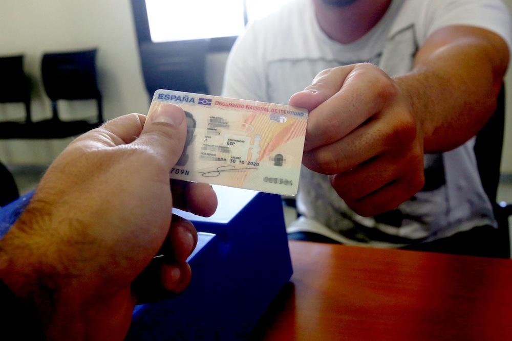 Испанские авиакомпании просят упростить паспортный контроль